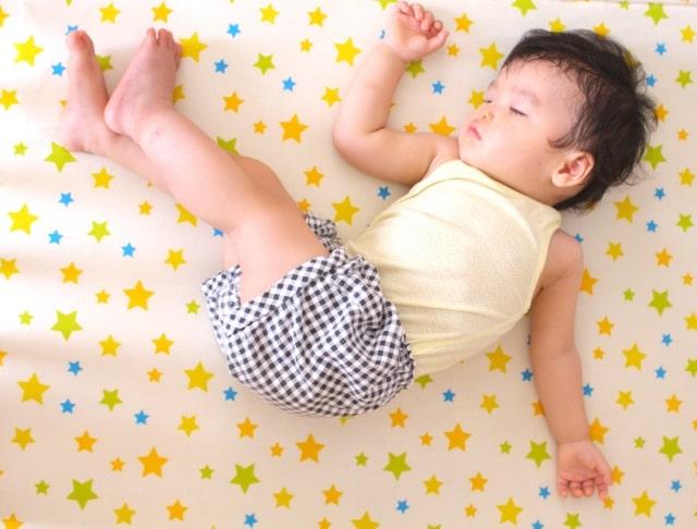 1歳の赤ちゃんの寝起きが悪い!原因や対処法をご紹介します!